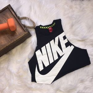 Nike Cropped Workout Top
